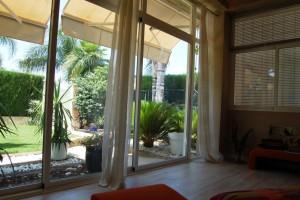 15155-terraza-cubierta-vistas-entrada-chalet-valencia