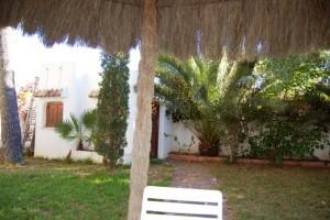 15210-jardin-entrada-2-chalet-valencia