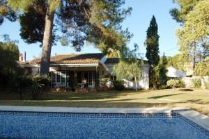 15210-piscina-jardin-chalet-valencia