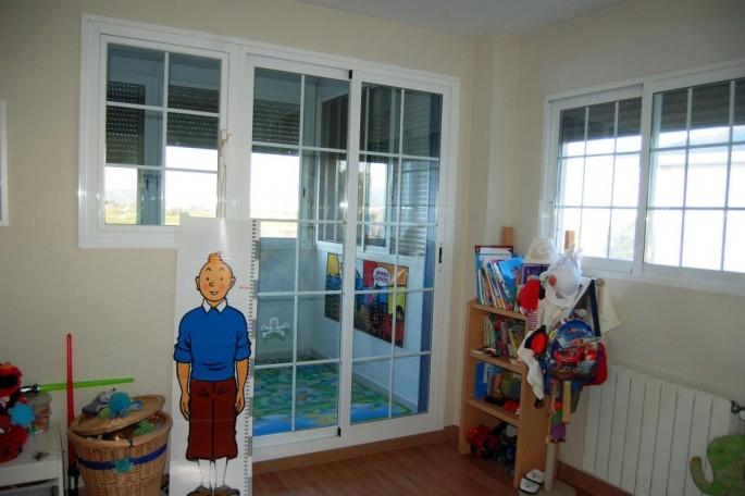Terraza cubierta en habitaciones niños