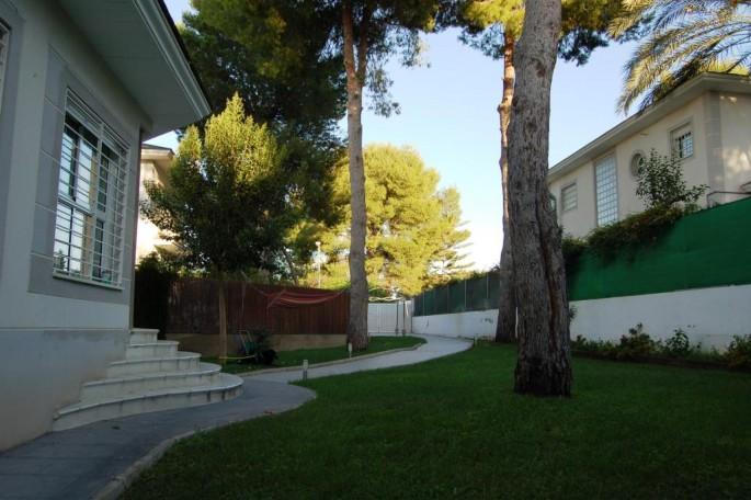 Jardín entrada chalet Bétera