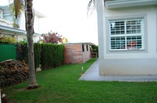 G14629-jardin-lateral-chalet-valencia