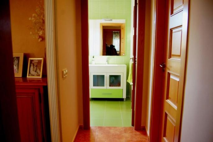 Distribuidor baño y habitaciones en planta baja