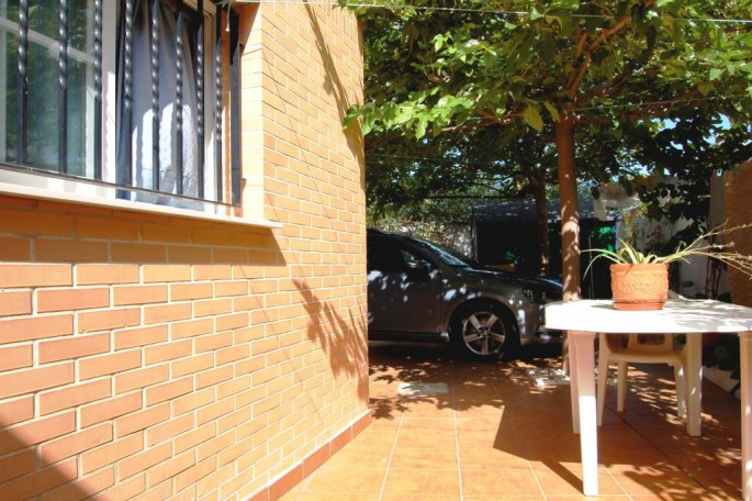 Lateral Sur junto acceso garaje