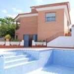 Chalet con piscina a 22 km de Valencia