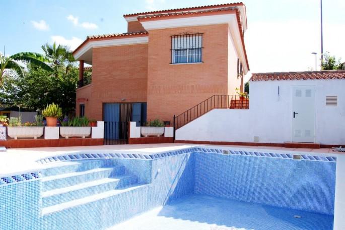 Zona de piscina del chalet 22 km de Valencia
