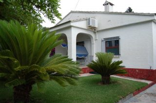 G14984-entrada-jardin-chalet-valencia