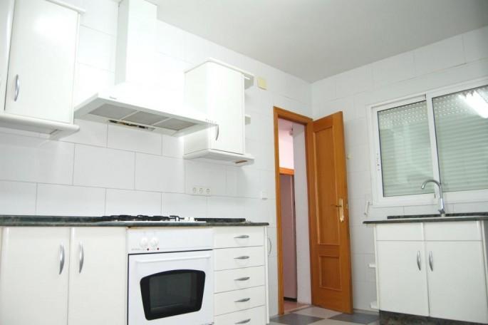 Cocina con salida a lavadero, baño y garaje