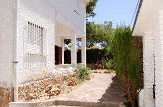 15274-entrada-sur-terraza-chalet-valencia