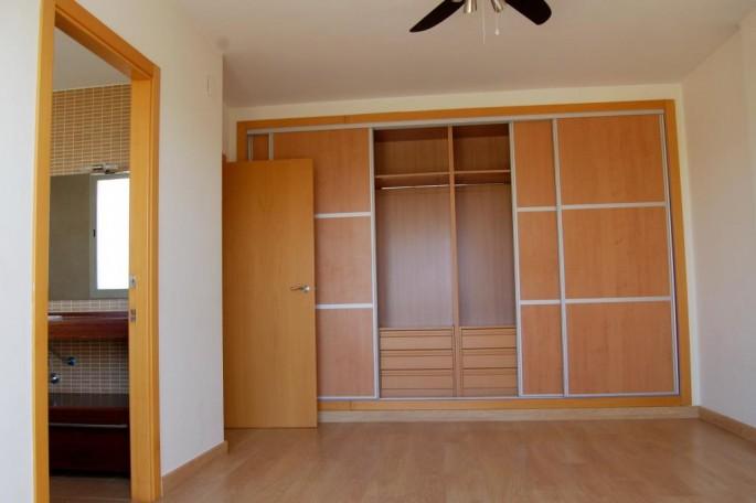 3 habitaciones en primera planta chalet en alquiler