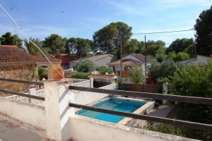 15442-terraza-habitaciones-vista-piscina-montesol-chalet-valencia