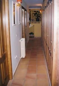15486-pasillo-habitaciones-chalet-valencia