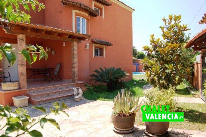 4237-entrada-calle-chalet-leliana-valencia