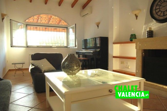 Salón comedor chalet Valencia con loft independiente