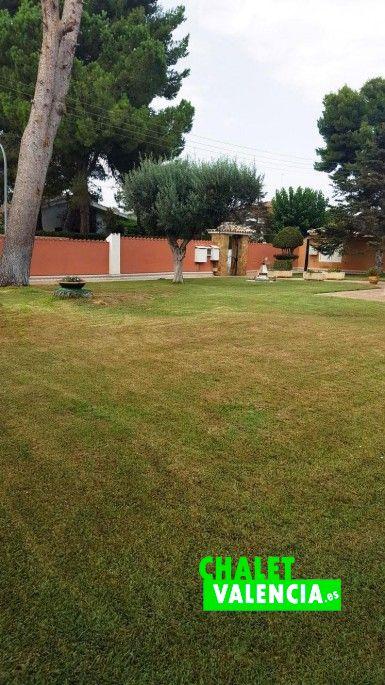Jardín con pinada El Carmen La Eliana
