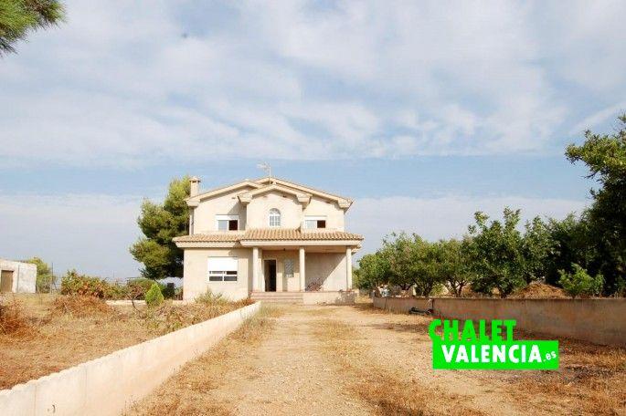 15900-exterior-entrada-parcela-chalet-valencia