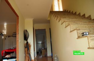 15900-recibidor-escaleras-chalet-valencia