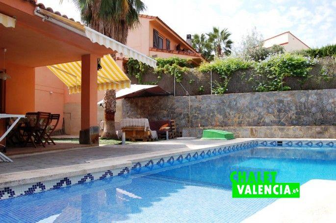 Piscina con entrada playa Chalet Valencia