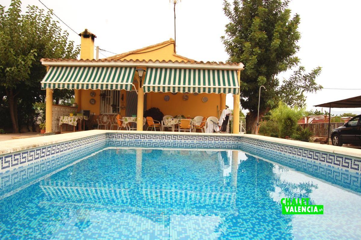 Chalet barato con piscina a 3km de la eliana chalet valencia for Piscina climatizada valencia