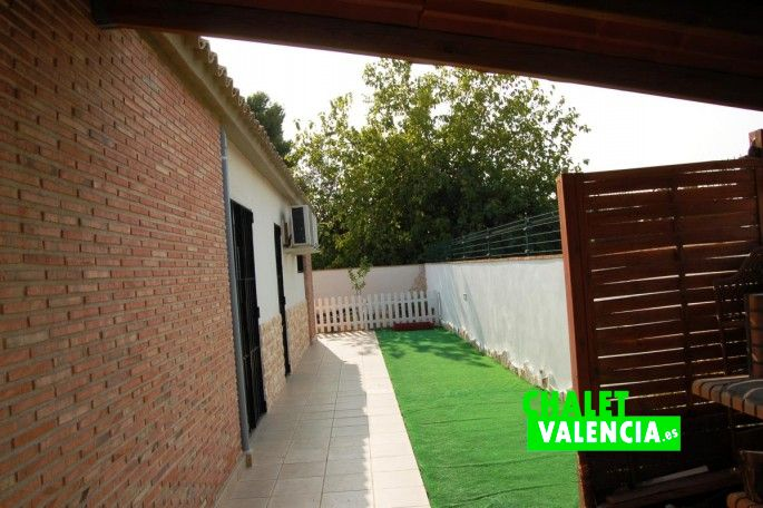 16362-lateral-paellero-chalet-valencia