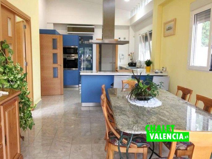 Comedor cocina con acceso terraza principal
