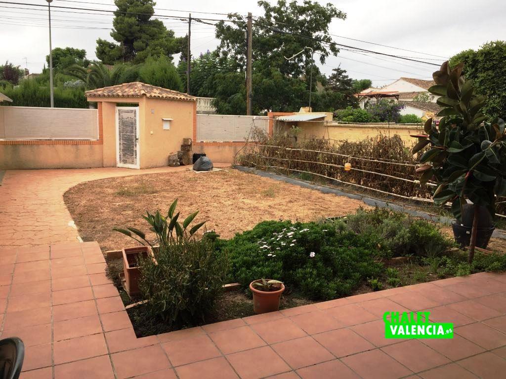 Chalet urbanizaci n las tablas de la eliana chalet valencia for Entrada piscina