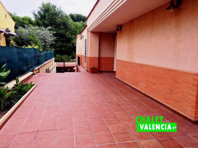 16556-exterior-puerta-principal-chalet-valencia