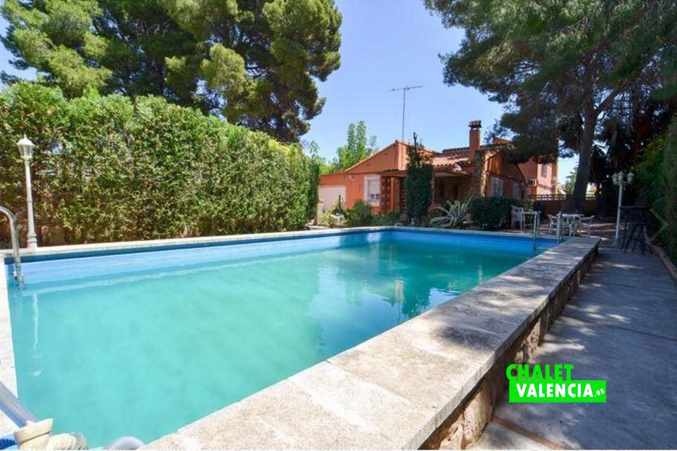 Villa in el oasis next to san antonio benageber chalet for Piscine valencia