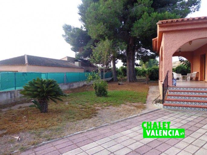 17009-exterior-entrada-pavimentada-chalet-valencia