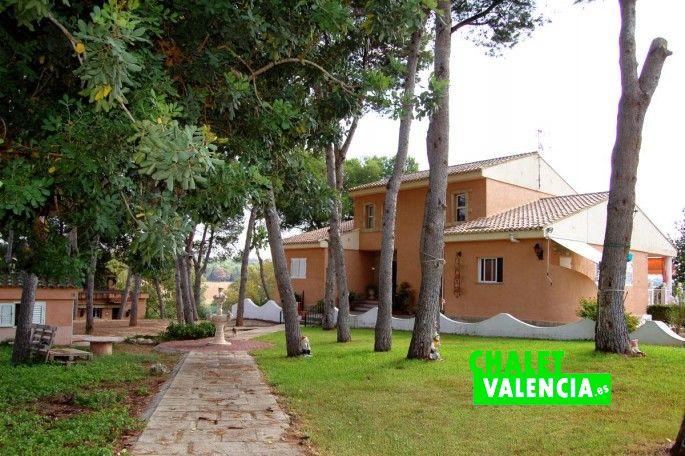 Camino central a la casa Ribarroja Valencia