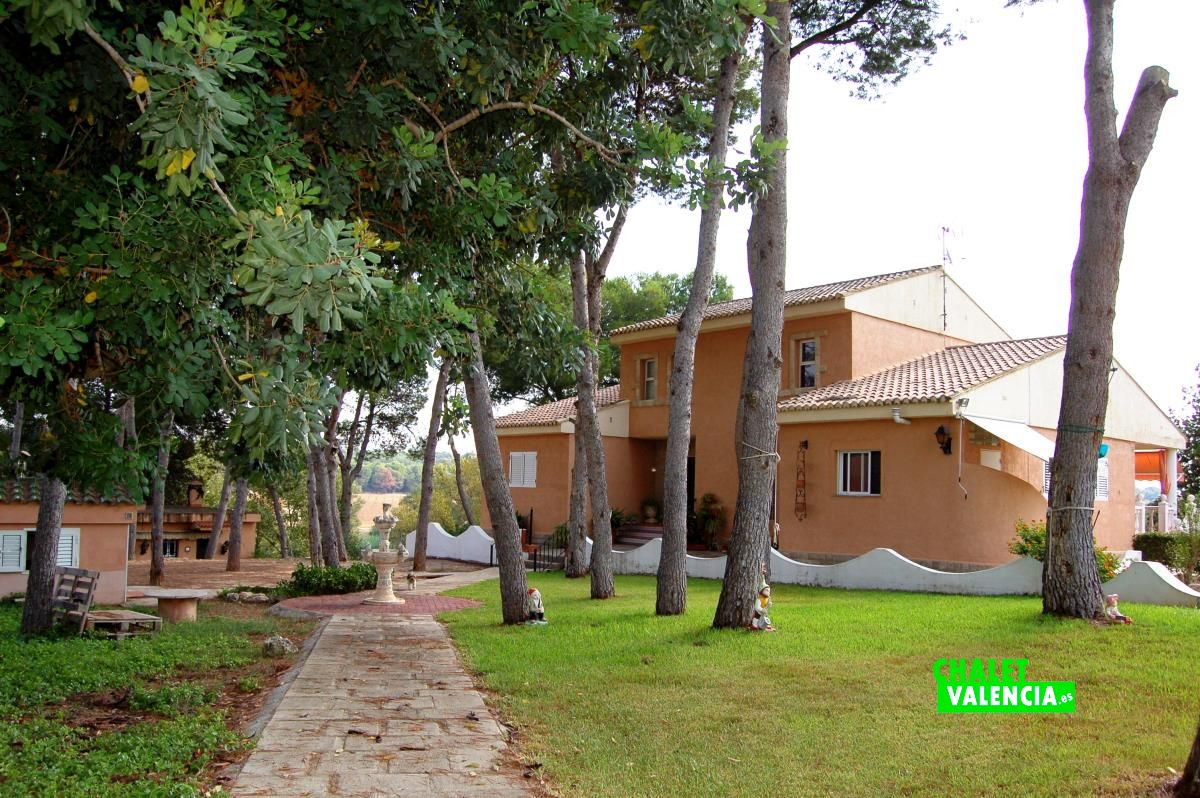 Large villa with total privacy next to valencia chalet for Villas valencia