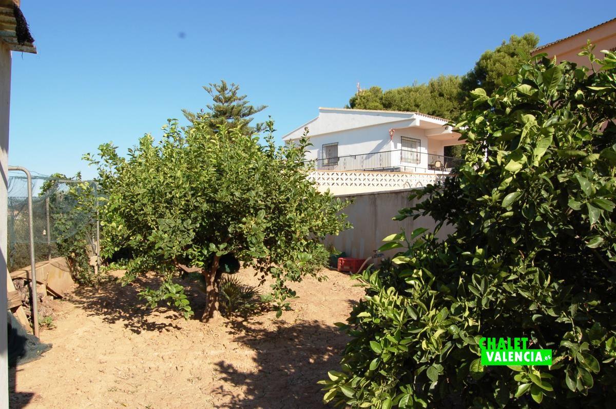 Villa with beautiful views in maravisa la pobla chalet for Piscina jardin valencia