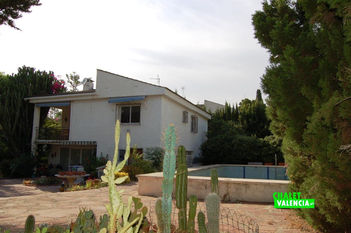 Villa in la ca ada with fireplace in the bedroom chalet for Piscina jardin valencia