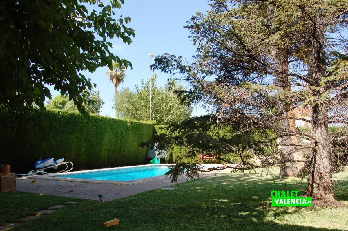 Villa for sale in colinas de san antonio chalet valencia for Piscina jardin valencia