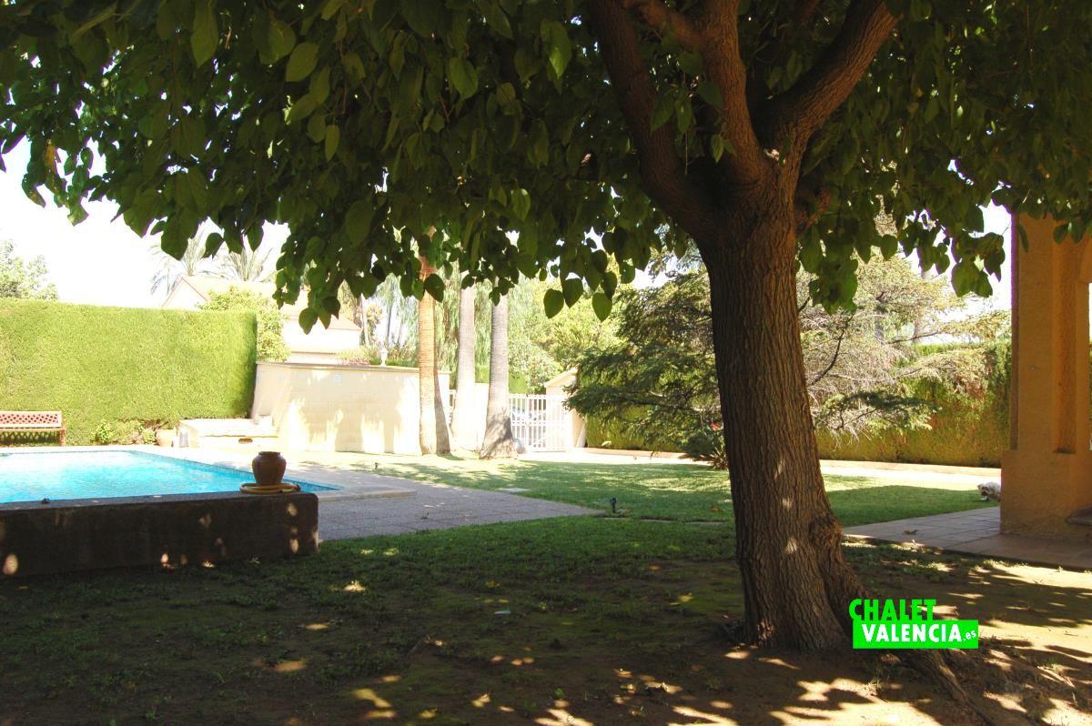 Maison jumel e vendre colinas san antonio chalet for Piscina jardin valencia