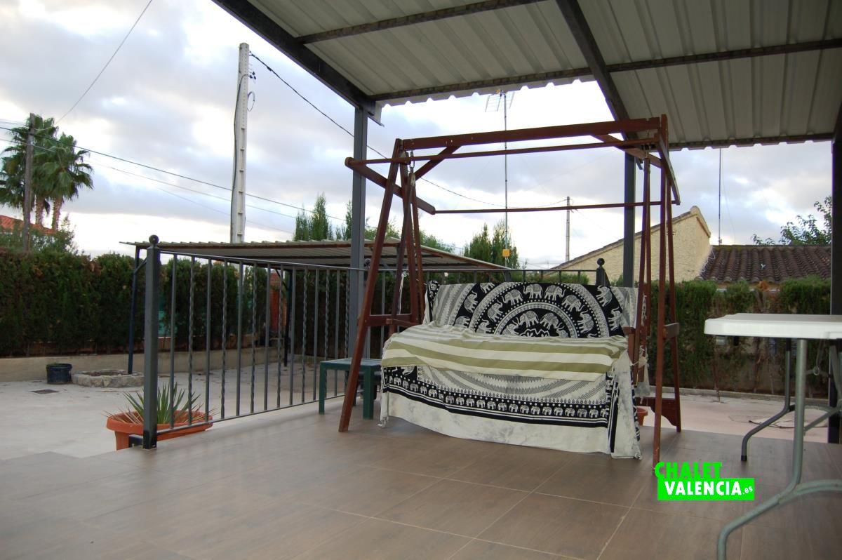 Modular villa for sale in lliria chalet valencia for Piscina cubierta lliria