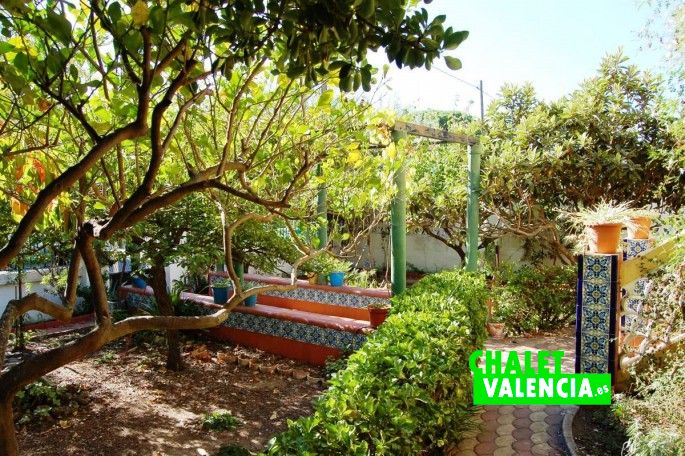 17680-exterior-jardin-chalet-valencia