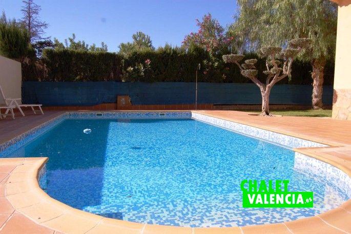 Acceso piscina con escalones