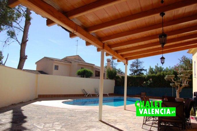 Vista piscina Chalet en Valencia