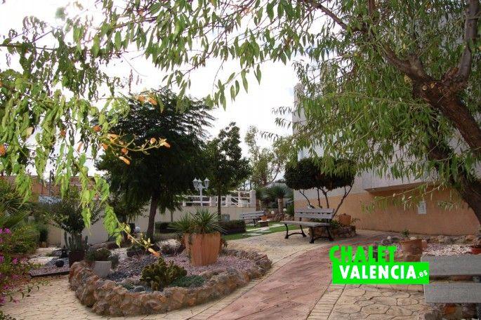 Jardín chalet Chiva