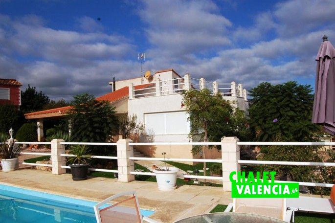 Piscina con solarium Chiva Valencia