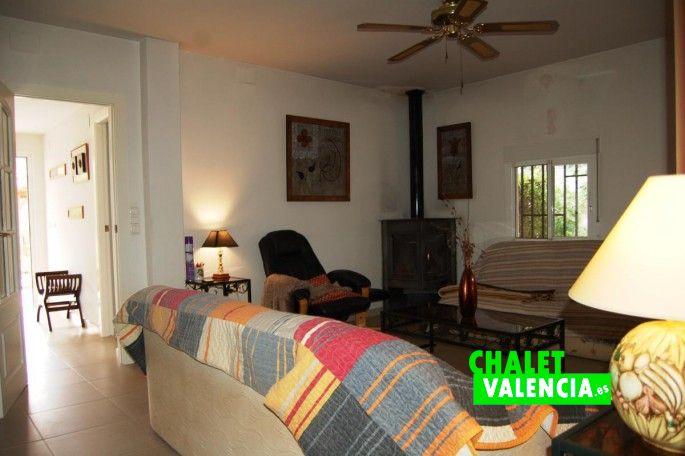 Salón con chimenea Chiva