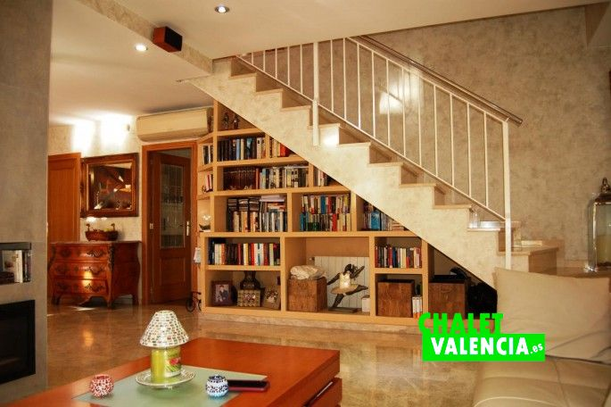 18471-salon-comedor-escaleras-leliana-chalet-valencia