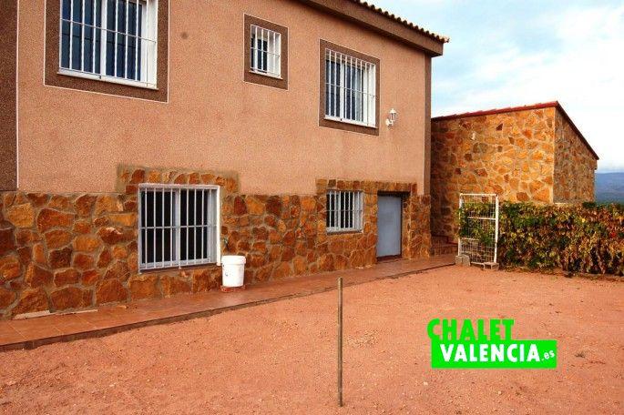 18658-exterior-fachada-4-chalet-la-pobla-valencia