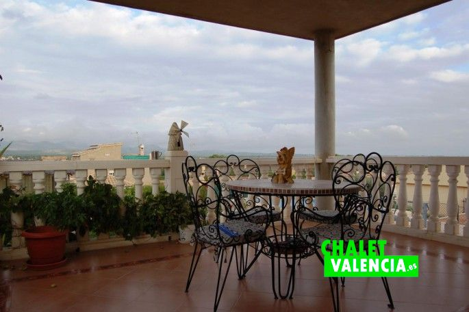 Terraz principal con vistas Calderona