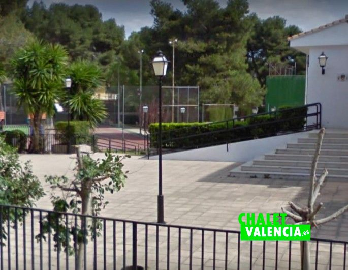 Entrada al Club social La Vallesa Paterna