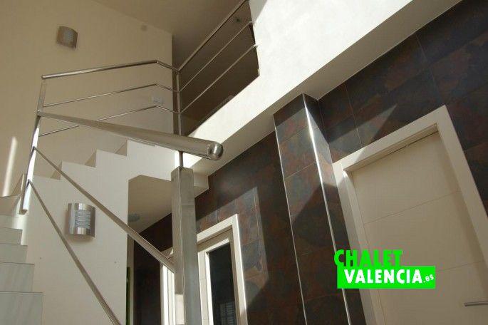 18886-recibidor-escaleras-vallesa-chalet-valencia