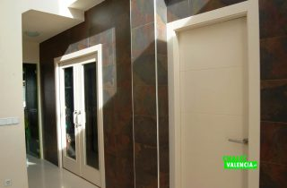 18886-recibidor-puerta-habitacion-vallesa-chalet-valencia