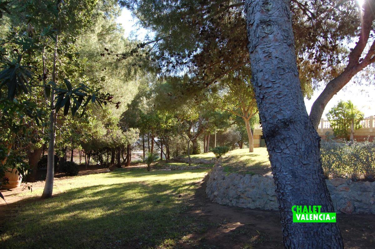 Chalet de lujo urbanizaci n los lagos alginet chalet for Piscina jardin valencia