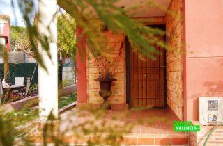 19703-entrada-puerta-principal-naquera-chalet-valencia